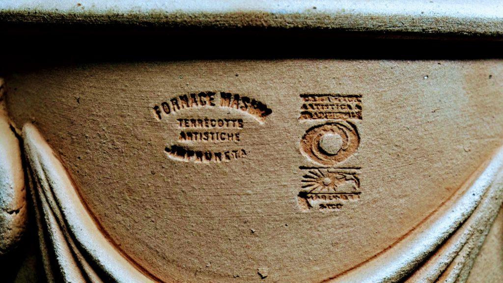 Terracotta Topf mit Stempel