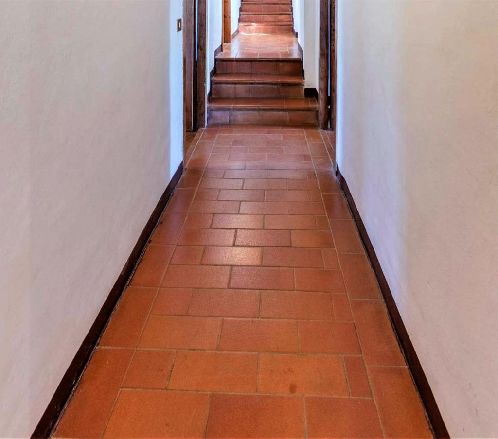 Cotto-Verlegemuster im Treppenbereich